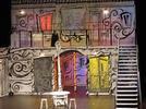 Importancia espacial en una obra teatral mediante la construcción de la escenografía.