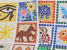 Hago un mosaico romano con cuadritos de papel